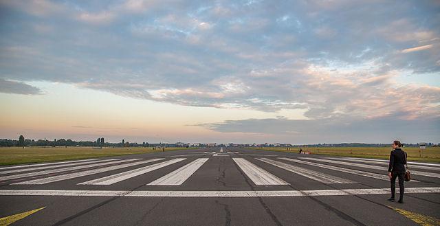 640px-berlin_tempelhof_airport_runway_09l_-_tempelhofer_feld_281515935602929